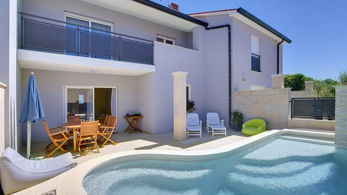 Modern terrace house for 6 persons with private pool, Wi-Fi, 1