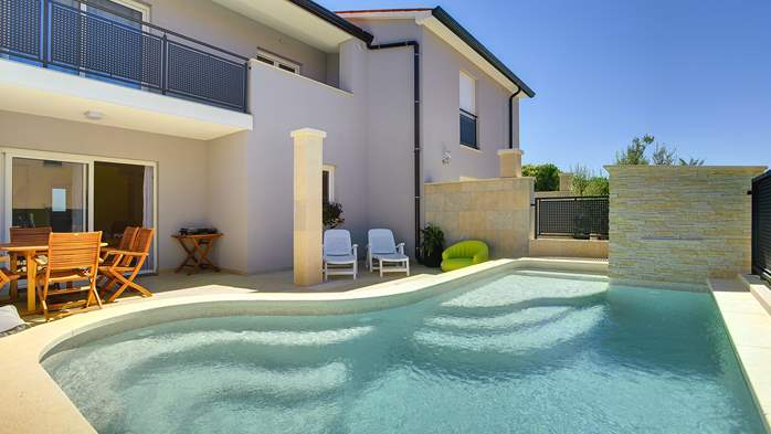Modern terrace house for 6 persons with private pool, Wi-Fi, 5