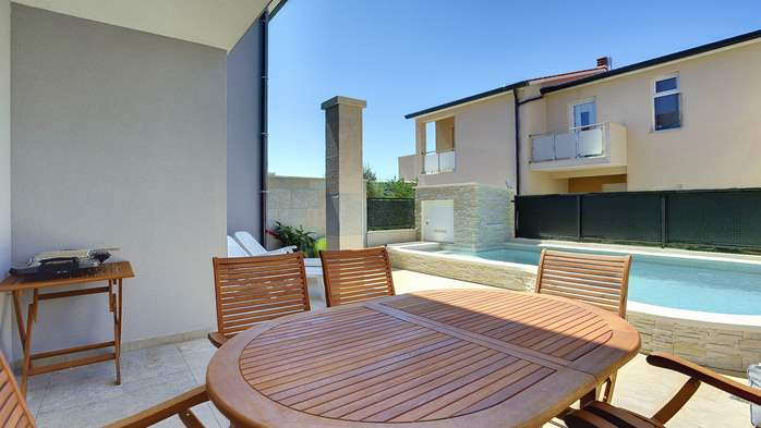 Modern terrace house for 6 persons with private pool, Wi-Fi, 3