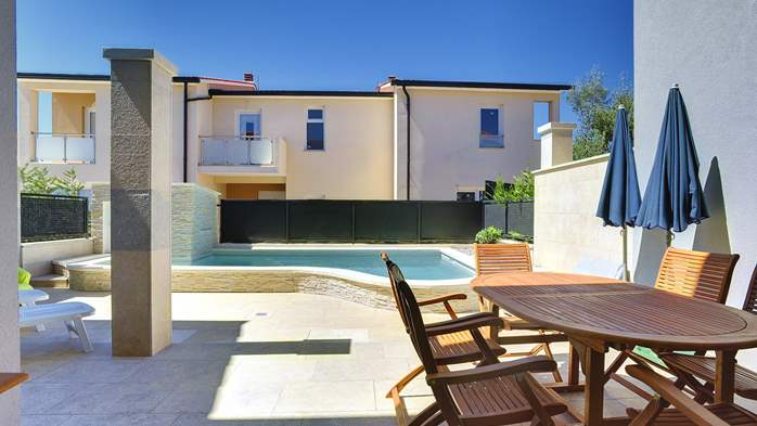 Modern terrace house for 6 persons with private pool, Wi-Fi, 4