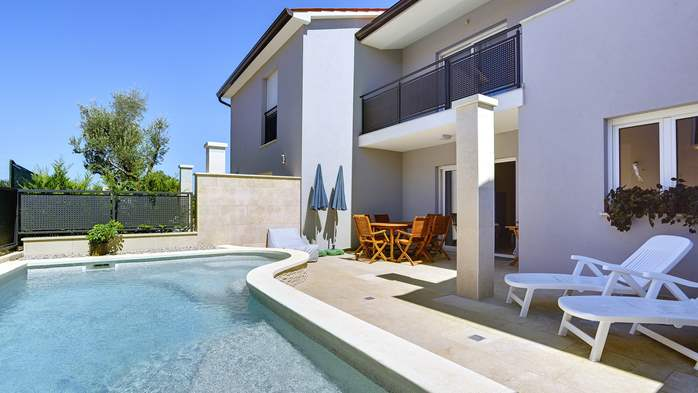 Modern terrace house for 6 persons with private pool, Wi-Fi, 6