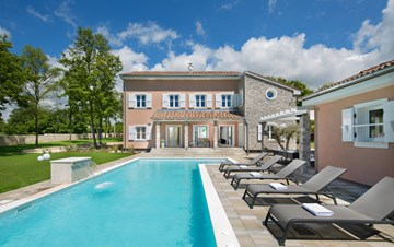Design villa with pool and sauna, wine bar, children's playground