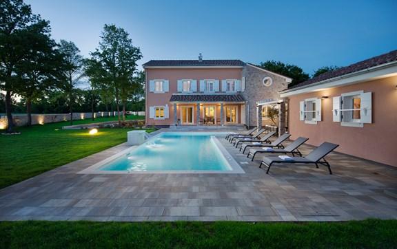 23072017021712_Sunset villa view - green frame villa.jpg
