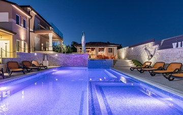 Enchanting villa with pool, finnish sauna, jacuzzi and gym