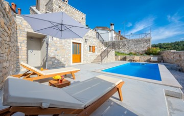 Charming villa with heated pool in the heart of Istria