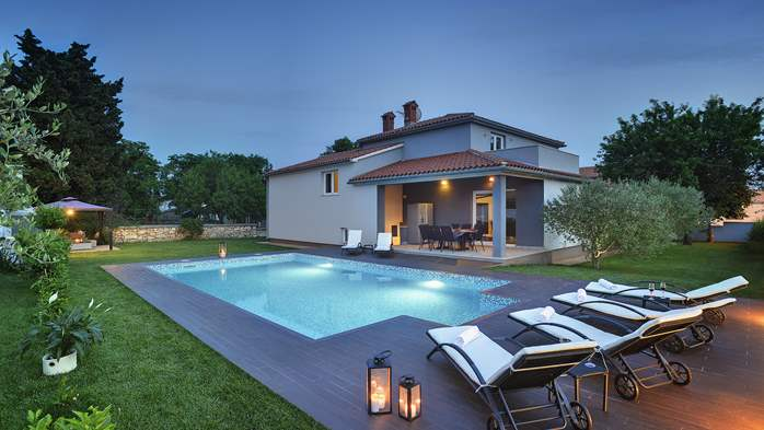 Outstanding villa with heated pool, air conditioning and WiFi, 1