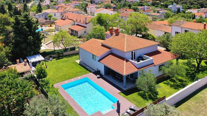 Outstanding villa with heated pool, air conditioning and WiFi, 7