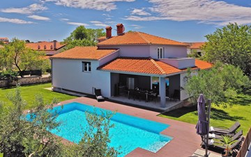 Outstanding villa with heated pool, air conditioning and WiFi