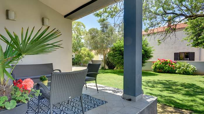 Outstanding villa with heated pool, air conditioning and WiFi, 12