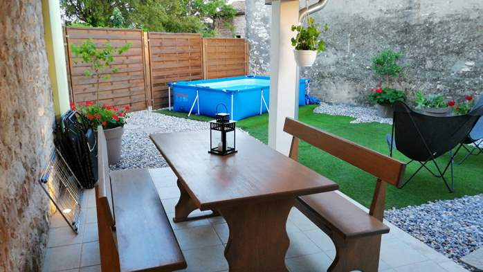 Nice house on two floors offers comfortable lodging, BBQ, terrace, 3