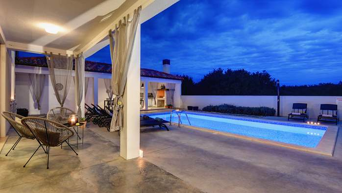 Graciously decorated two storey villa, with pool and terrace, 6