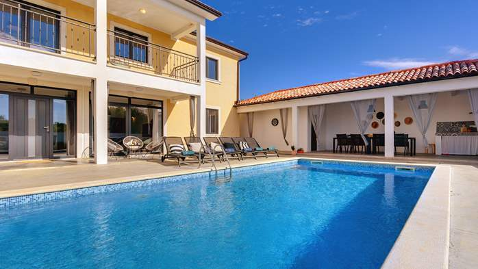Graciously decorated two storey villa, with pool and terrace, 11