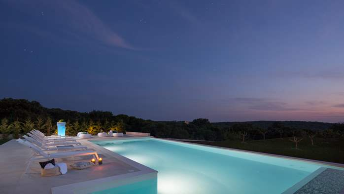 Stylish villa with heated pool near Pula, with wine cellar, 19