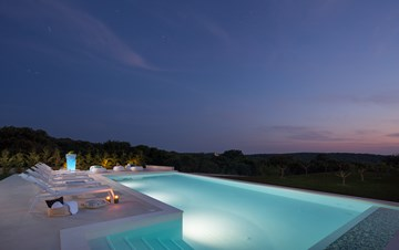 Stylish villa with heated pool near Pula, with wine cellar