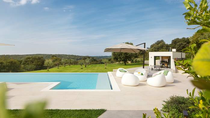 Stylish villa with heated pool near Pula, with wine cellar, 18