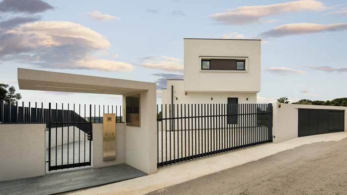 Stylish villa with heated pool near Pula, with wine cellar, 30