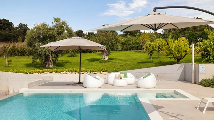 Stylish villa with heated pool near Pula, with wine cellar, 28