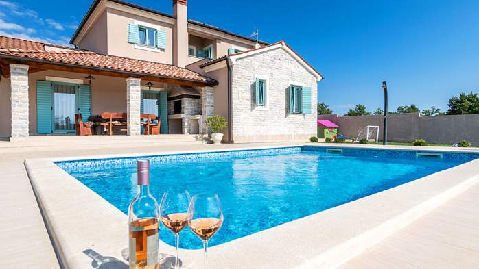 New, modernly decorated villa with a pool and stone details, 7
