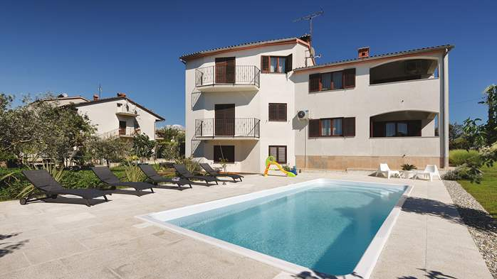 The house in Štinjan offers accommodation with pool, 14