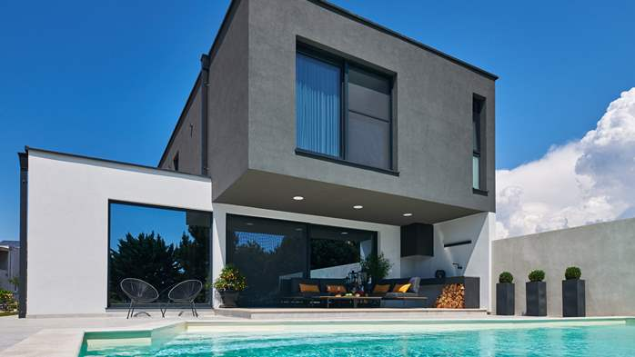 Contemporary villa with private pool in Novigrad, 4 bedrooms,WiFi, 2
