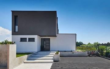 Contemporary villa with private pool in Novigrad, 4 bedrooms,WiFi