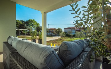 Lovely house with garden, hydromassage pool, seaview