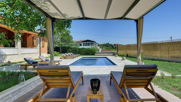 Charming villa with outdoor pool, nice garden and tavern, 2
