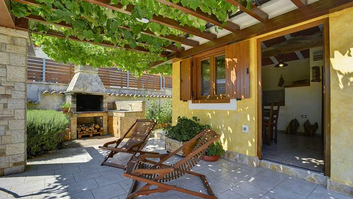 Charming villa with outdoor pool, nice garden and tavern, 5