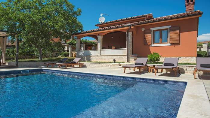 Charming villa with outdoor pool, nice garden and tavern, 9