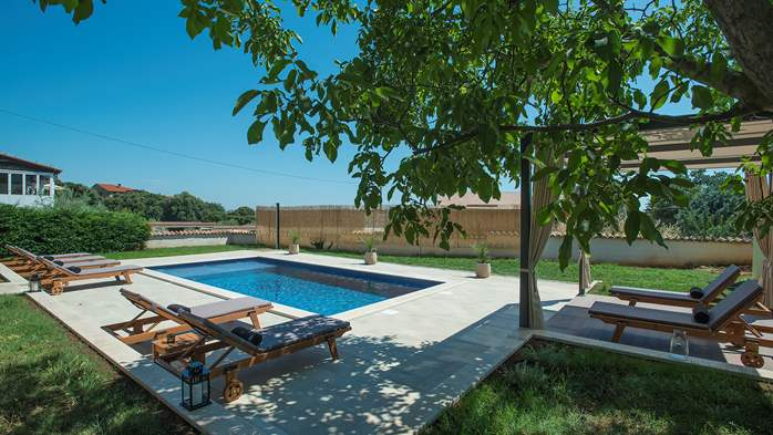 Charming villa with outdoor pool, nice garden and tavern, 12