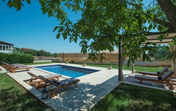 Charming villa with outdoor pool, nice garden and tavern
