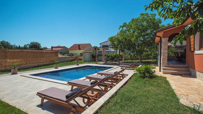 Charming villa with outdoor pool, nice garden and tavern, 11
