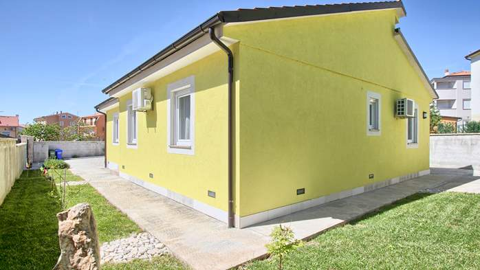 House near the sea in Medulin offers a private yard with BBQ, 5