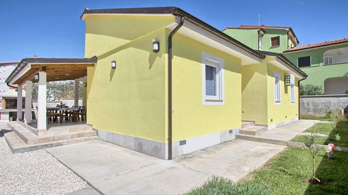 House near the sea in Medulin offers a private yard with BBQ, 6