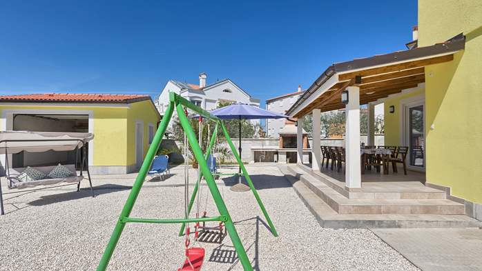 House near the sea in Medulin offers a private yard with BBQ, 7