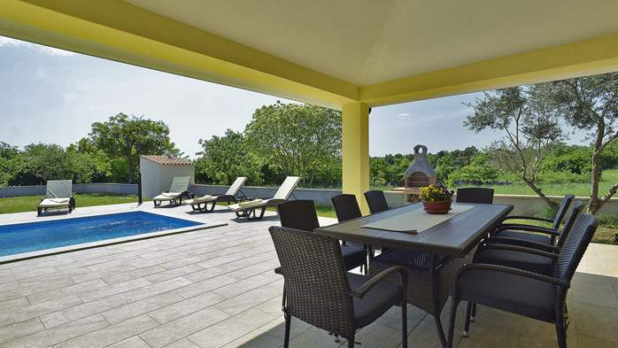 Villa surrounded by nature, with outdoor pool and barbecue, 2