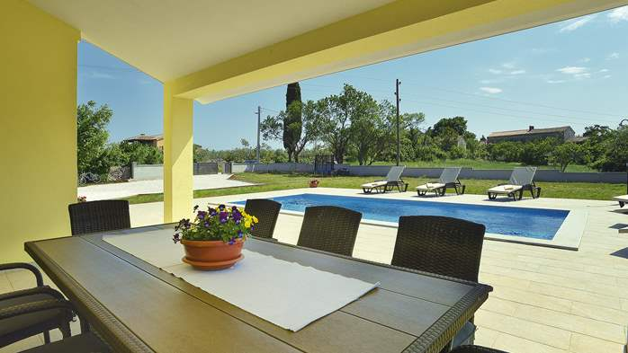 Villa surrounded by nature, with outdoor pool and barbecue, 8