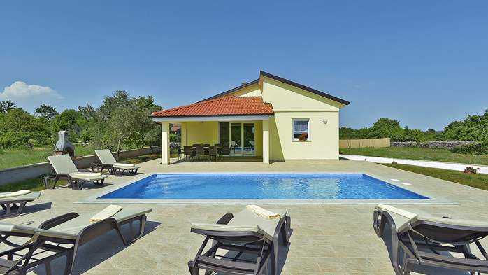 Villa surrounded by nature, with outdoor pool and barbecue, 3