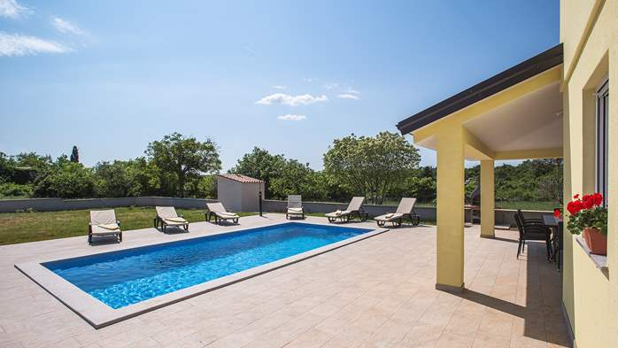 Villa surrounded by nature, with outdoor pool and barbecue, 5