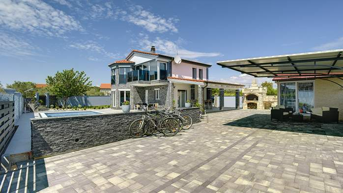 Beautiful villa for 10 persons, heated pool with hydromassage, 7