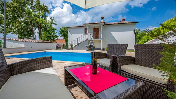 Beautiful house with pool offers accommodation for 4-6 persons, 15