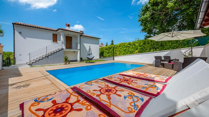 Beautiful house with pool offers accommodation for 4-6 persons, 10