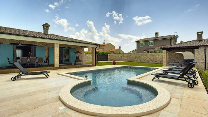 Outstanding villa  with private pool, spacious garden and BBQ, 3
