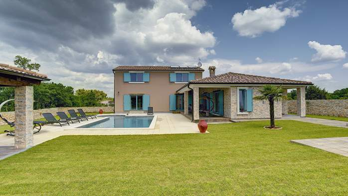 Outstanding villa  with private pool, spacious garden and BBQ, 6