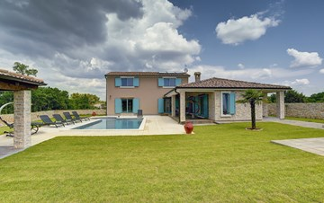 Outstanding villa  with private pool, spacious garden and BBQ