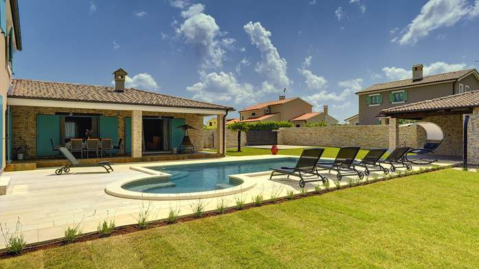 Outstanding villa  with private pool, spacious garden and BBQ, 4