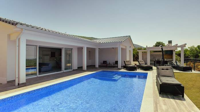 Gorgeous modern villa with private pool, sea view, terrace, WiFi, 1