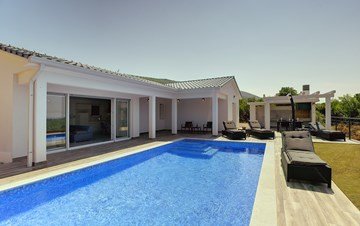 Gorgeous modern villa with private pool, sea view, terrace, WiFi