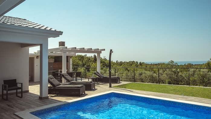 Gorgeous modern villa with private pool, sea view, terrace, WiFi, 6