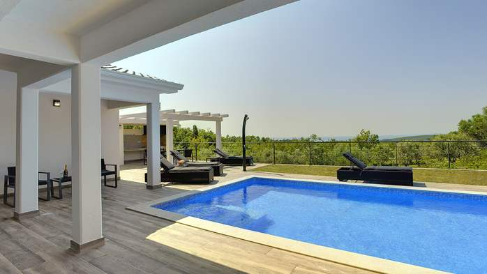 Gorgeous modern villa with private pool, sea view, terrace, WiFi, 7